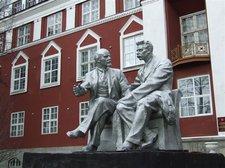 Групповой памятник В.И.Ленину и М.Горькому