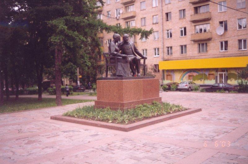 Групповой памятник В.И.Ленину и Н.К.Крупской -- полная фотография