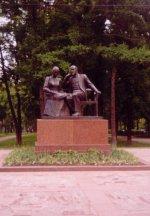 Групповой памятник В.И.Ленину и Н.К.Крупской