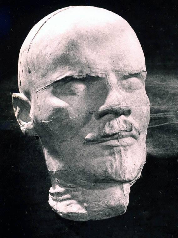 Посмертная маска В.И. Ленина -- полная фотография
