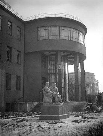 Групповой памятник В.И.Ленину и И.В.Сталину -- полная фотография