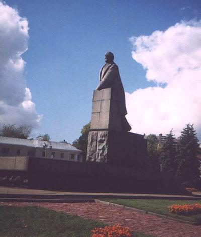 Памятник В.И.Ленину -- полная фоторафия