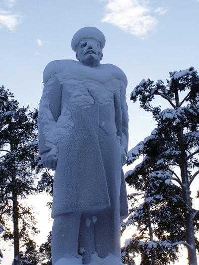 Памятник В.И.Ленину -- зимой