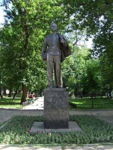 Памятник В.И.Ульянову -- полная фотография